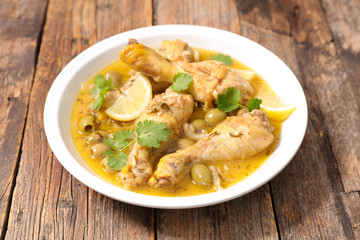 chicken cooked with lemon and olive