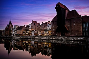 Gdańsk o zachodzie słońca, odbity w wodzie