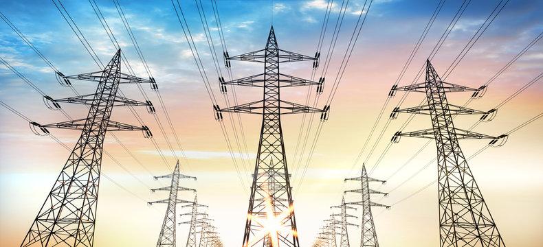 Stromtrasse - Stromleitungen im Abendhimmel