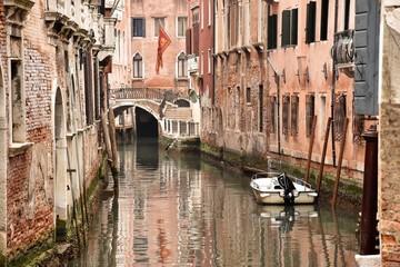Venezia tipico ponte con canale