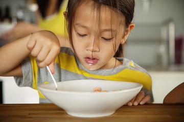 Girl (4-5) eating breakfast