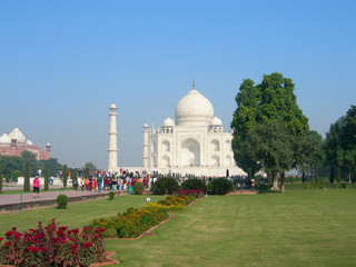 Side view of the Taj Mahal mausoleum in Agra, India, with the dome and the minaret towers from the surrounding landscaped park.