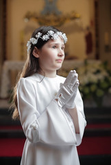 First holy communion / Girl praying in the church