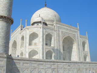 Dynamic perspective view of the Taj Mahal mausoleum in Agra, India, with the main building portal and dome