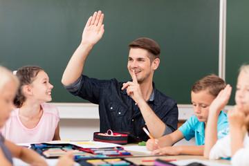 Handzeichen in der Grundschule