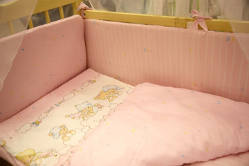 Cute baby cots with pictures of bears