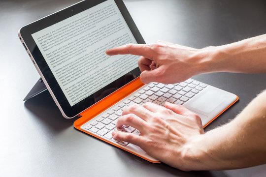 Tablet Computer / Convertible PC modern, Fingerzeig-Geste