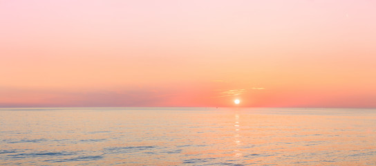 Stores à enrouleur Mer coucher du soleil Sun Is Setting On Horizon At Sunset Sunrise Over Sea Or Ocean.