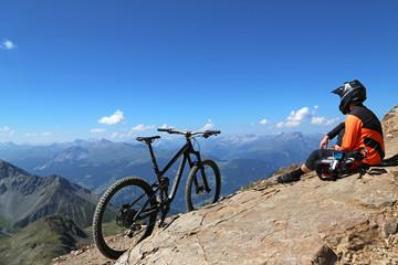 MTB-Pause am Gipfel