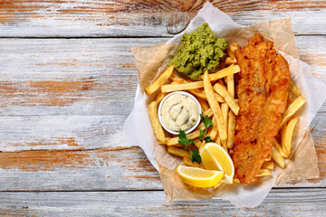 Foto auf AluDibond Fisch fish and chips - fried cod, french fries