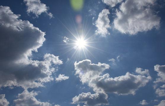 青空と輝く太陽