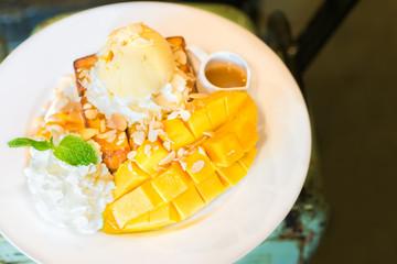 Ripe mango ice cream with honey toast