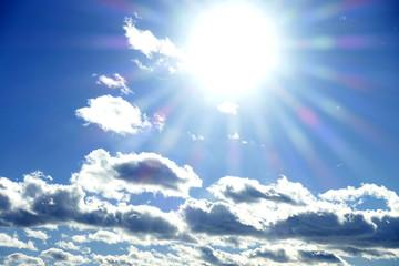 輝く太陽と雲_589
