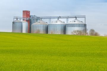 silo grain céréale blé avoine orge coopérative moisson valeur stockage campagne agriculture agriculteur  récolte récolter champ cultivateur céréalier usine