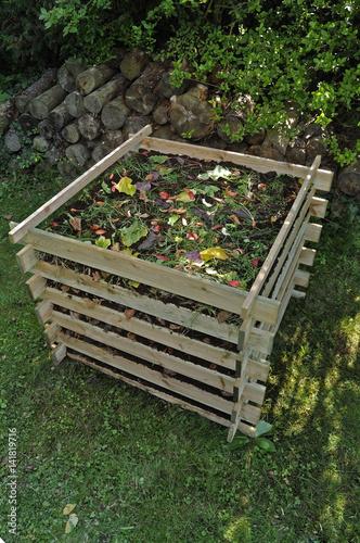 composteur bac compost photo libre de droits sur la banque d 39 images image. Black Bedroom Furniture Sets. Home Design Ideas