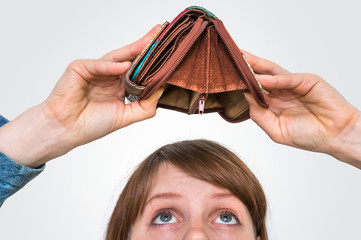 Woman holding an empty wallet, she hasn't money