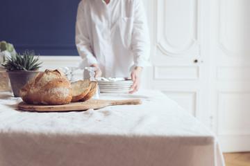 A table vaisselle pain jolie nappe