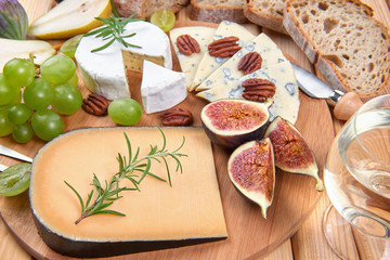 Cheeseboard with blue cheese and fruits