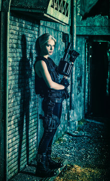 Deathworker : Girl with a rifle