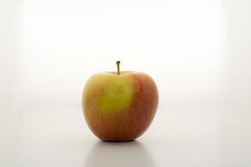 Einzelner Apfel aus weiss