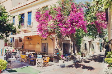 Photo sur cadre textile Athènes Charming street in the old district of Plaka in Athens, Greece
