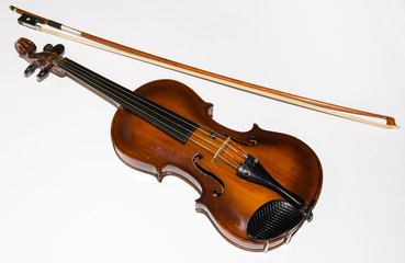 Antico violino in legno