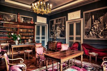 CHATEAU DE GARREVAQUES - Salon rouge -