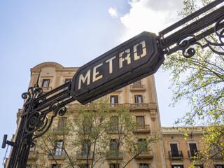 Letrero o cartel de estación de metro en Barcelona,Cataluña,España