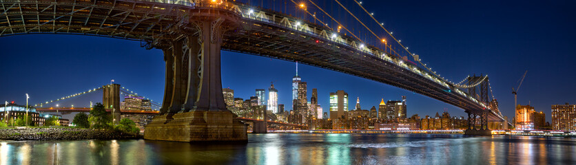 Fotobehang Brooklyn Bridge Manhattan and Brooklyn Bridge panorama with skyline at dusk, New York