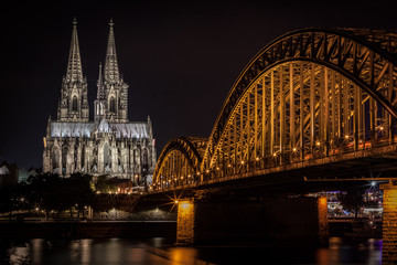 Deutzer Brücke in Köln bei Nacht