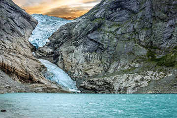 In de dag Gletsjers Glacier Briksdal in national park, Norway.