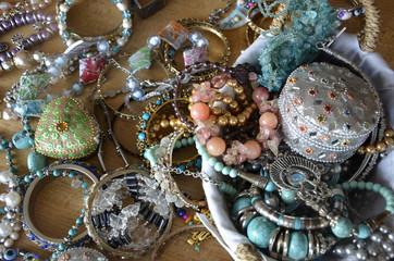 Etal de bijoux orientaux en vrac