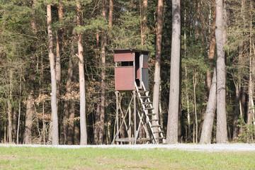 Hochsitz für die Jagd am Waldrand