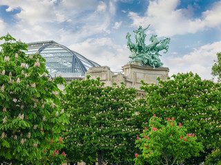 Allegorical statue and vaulted roof of Great Palace in Paris Fototapete