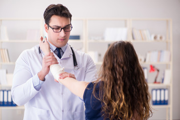 Traumatologist is taking care of the patient