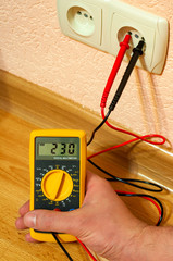 measurement socket voltage with digital multimeter