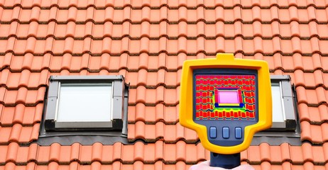An infrared thermal imager showing roof window heat loss.