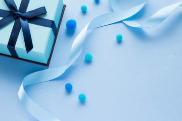 青いプレゼントのイメージ