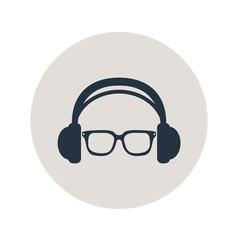 Icono plano auriculares con gafas en circulo gris