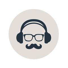 Icono plano auriculares con gafas y bigote en circulo gris