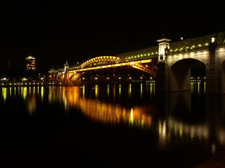 Вид на Андреевский мост с Фрунзенской набережной ночью.