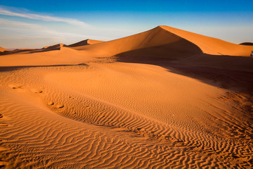 Sunrise over the dunes in the sahara with clear skies