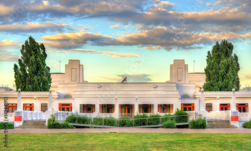 Old parliament house served from 1927 to 1988 canberra for Classic house 1988