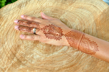 Tattoo with henna, india. marriage.
