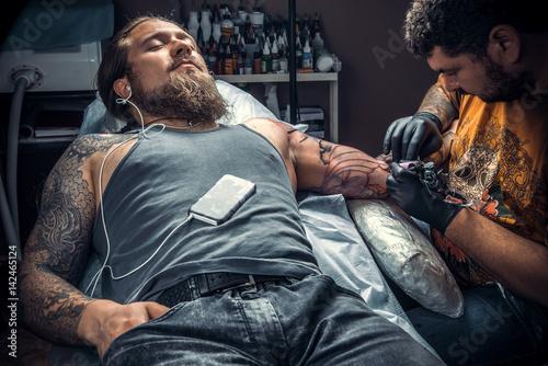 f4ddfd693 Professional tattoo artist makes tattoo pictures in tattoo studio ...
