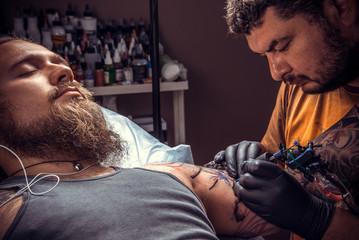 Tattoo artist makes cool tattoo in studio
