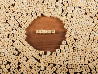 Stock Buchstaben Würfel auf einem Holzbrett