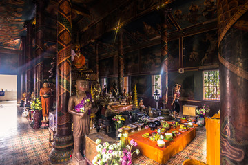 Spoed Foto op Canvas Monument October 08, 2014: Inside the Wat Phnom temple in Phnom Penh, Cambodia