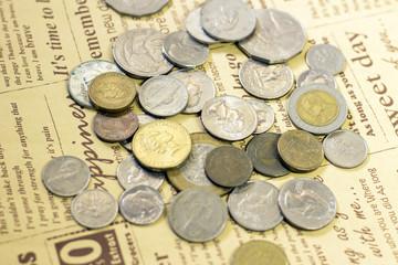 世界のコインと英字ペーパー