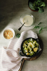 Broccoli with béchamel sauce and gratin cheese